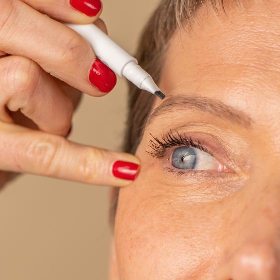Eyeliner feutre cils et sourcils waterproof - MÊME Cosmetics
