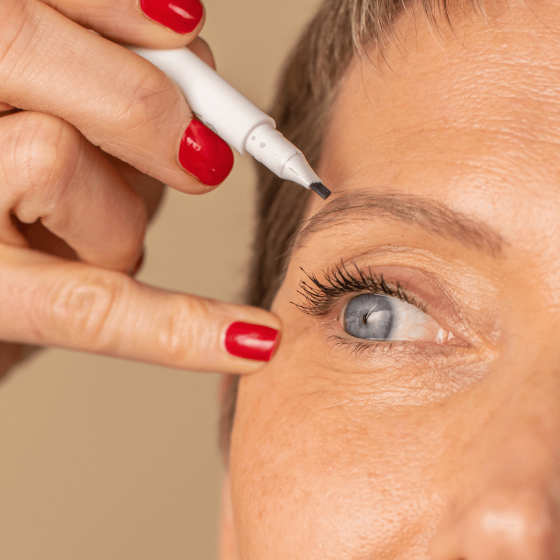 The 2 in 1 eyelash and eyebrow marker to redesign your eyebrows - MÊME Cosmetics
