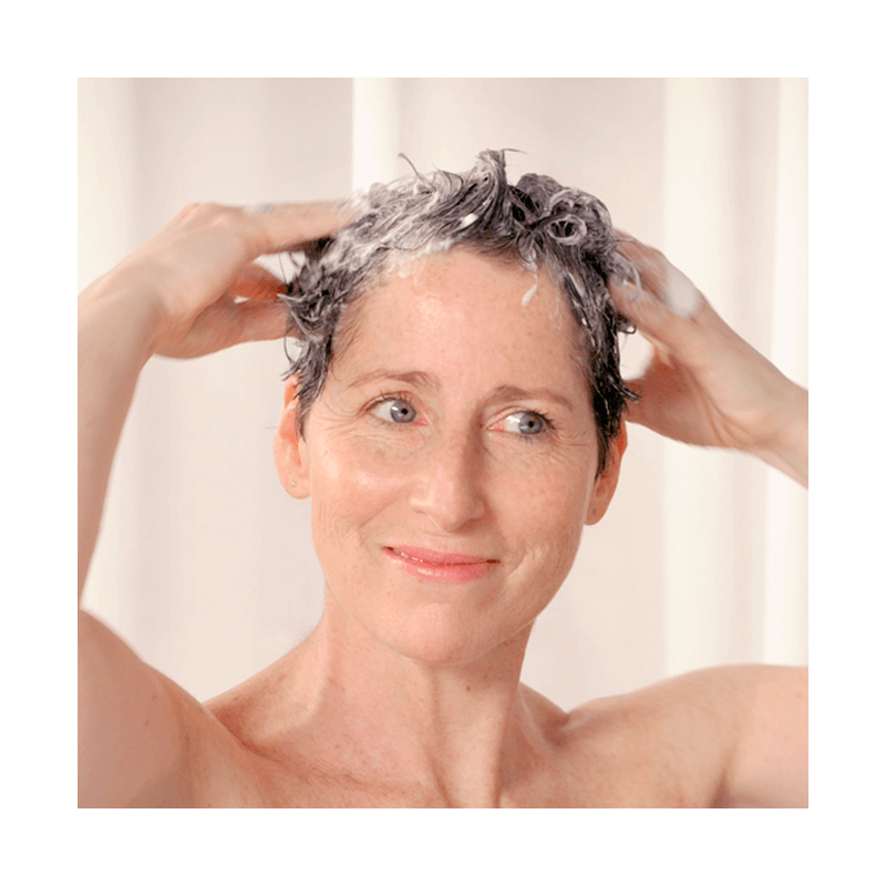 Gently wash your hair with the cleasing and fortifying hair treatment - MÊME Cosmetics
