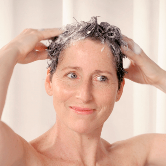 Gently wash your hair with the cleansing and fortifying hair treatment - MÊME Cosmetics