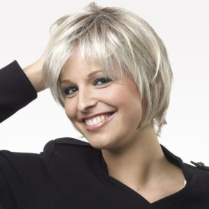 perruque-femme-blond-cheveux-courts-carre