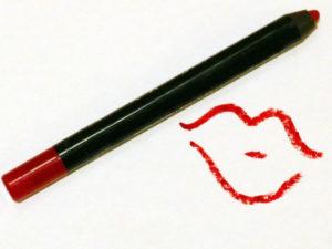 tenir-faire-rouge-a-lèvres