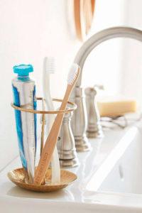 Brosse à dent-mucite et traitement-cancer