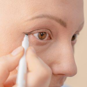 dessiner cils cancer eye liner