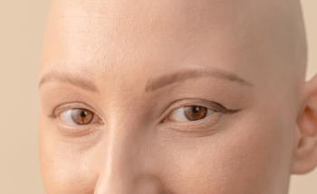 Dessiner ses sourcils pendant son cancer